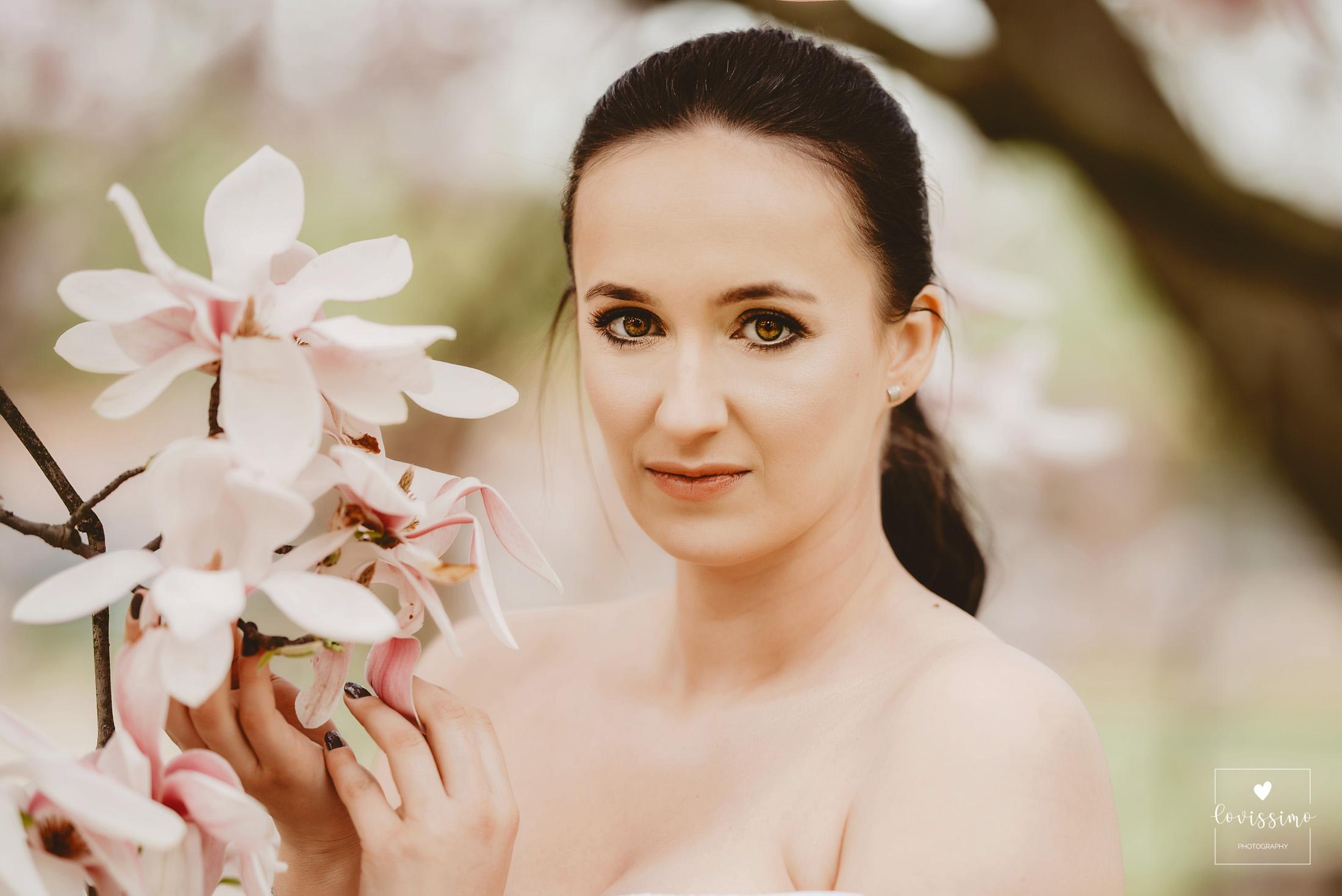 Sesja Ciążowa W Magnoliach. Rzeszów