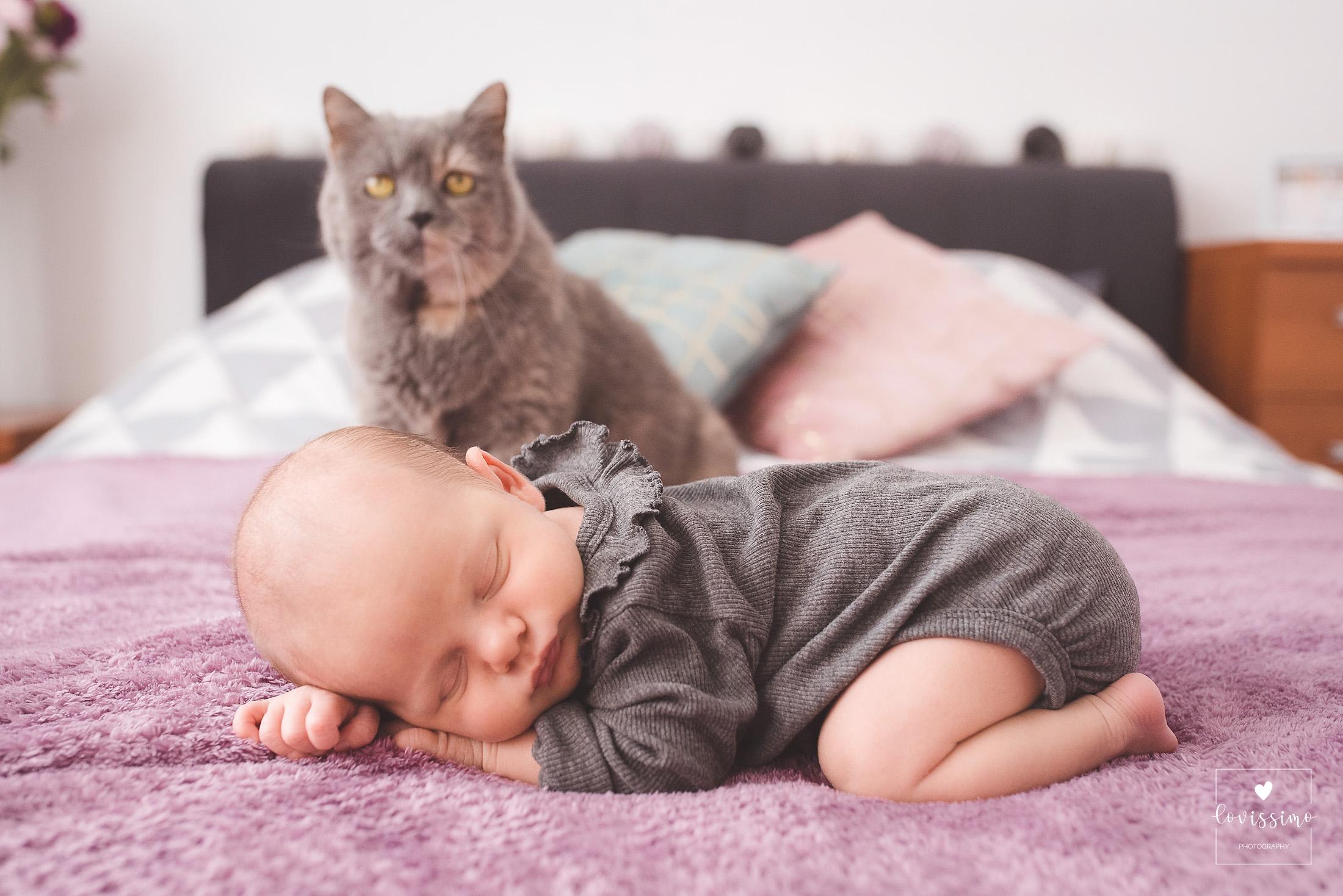 Naturalna sesja noworodkowa, niemowlęca w domu. Rzeszów